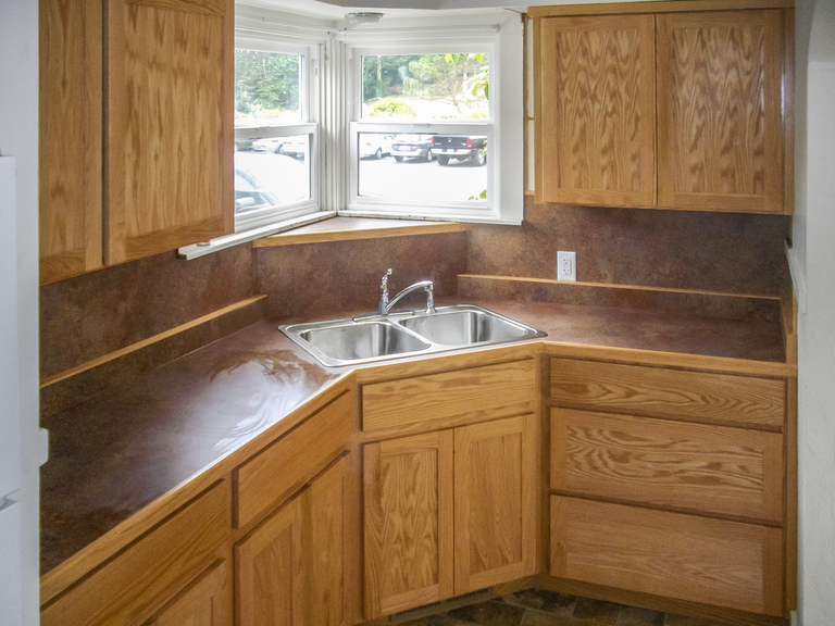 Natural Oak Kitchen Cabinets With Laminate Counter